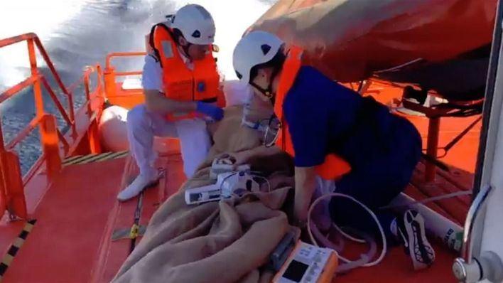 Salvamento Marítimo evacúa a un turista que sufrió un infarto cuando navegaban por Cap Formentor