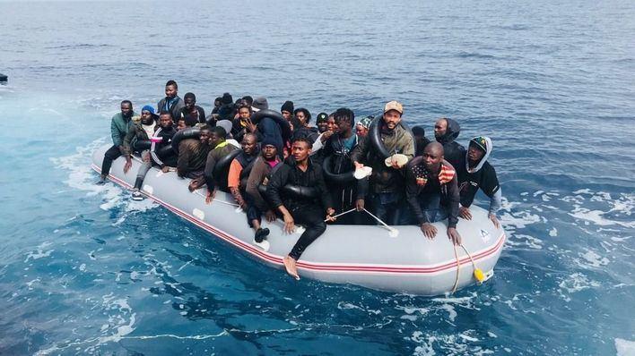 17 pateras y más de 450 inmigrantes en aguas del estrecho y Alborán
