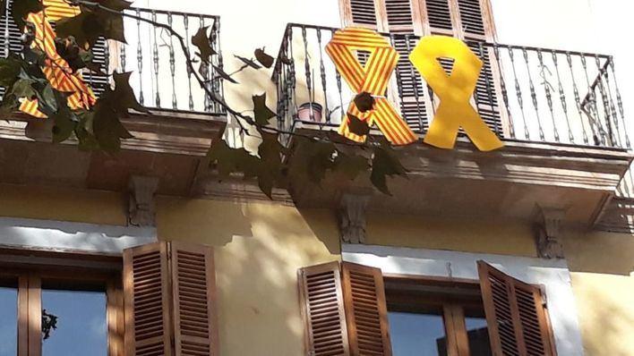Ciudadanos reclama a Noguera la retirada de un lazo amarillo colgado por Més en balcones de Cort