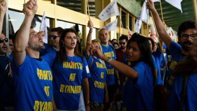 Ryanair confía en zanjar sus conflictos laborales antes de Navidad