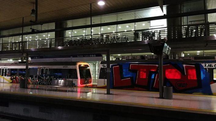 SFM presenta 12 denuncias por grafitis en trenes y gasta 36.000 euros en su limpieza