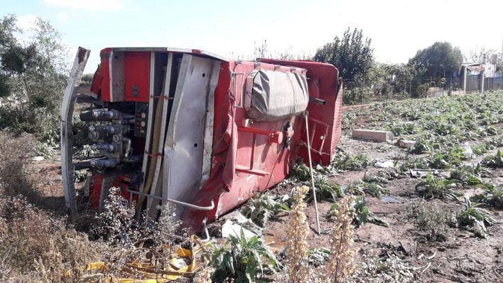 Dos bomberos heridos tras volcar su camión en la carretera de s'Albufera