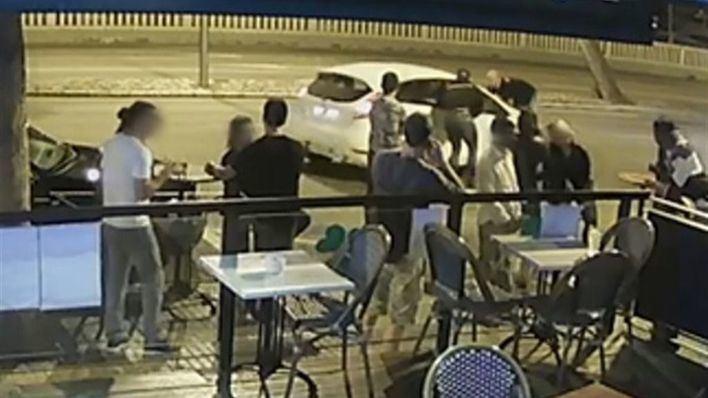 Atropella a un empleado de un establecimiento de ocio de Palma y lo arrastra un kilómetro