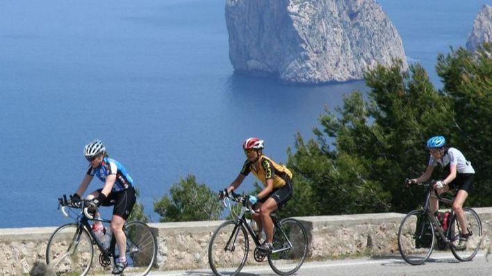 100 empleados de Janssen recorren 8.000 Km en bicicleta en Mallorca