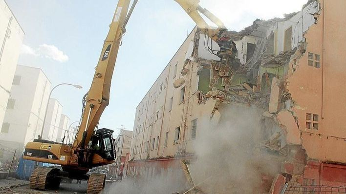 """Acusan al Ayuntamiento de Palma de """"destrozar"""" los pisos de Corea para que no entren okupas"""
