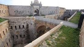 La fortaleza de la Mola celebra el 175 aniversario de la bandera española