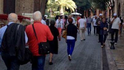 Turistas paseando por Palma