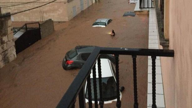 Sánchez y Casado expresan su apoyo a las víctimas de las inundaciones