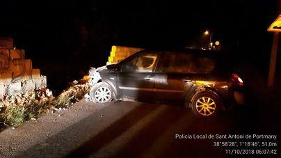 Un herido tras chocar con su coche contra un muro en Sant Antoni