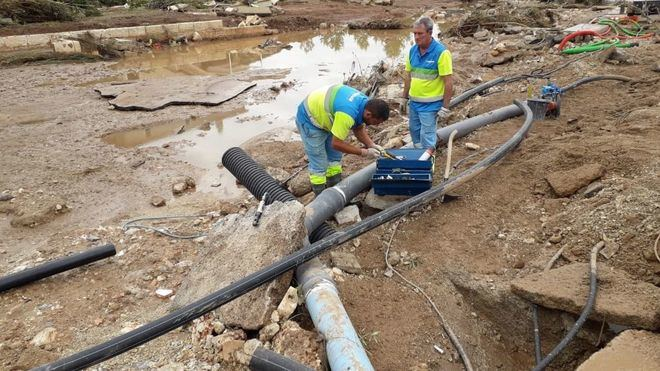Técnicos de Emaya trabajan para recuperar el alcantarillado de Sant Llorenç