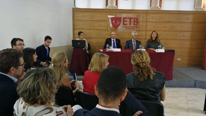 Ana Zorita, Responsable de Formación de THB College, Francisco Miralles, presidente de THB hotels y el Dr. Felipe Moreno
