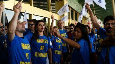 """Critican el """"lavado de imagen"""" de Ryanair: precios bajos a costa de los derechos de los trabajadores"""