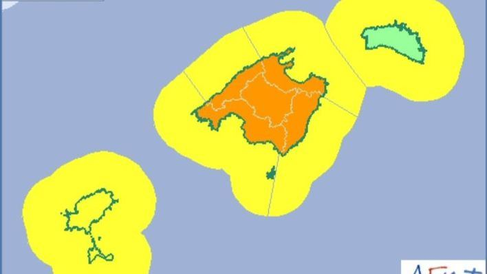 El 112 pide máxima precaución tras declararse la alerta naranja por lluvias y tormentas en Balears