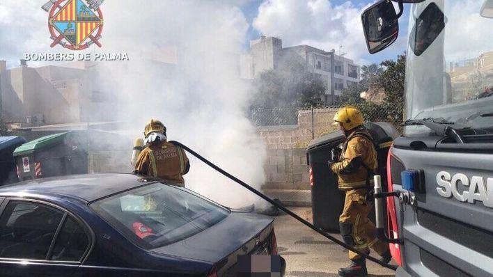 Sofocan un incendio en un contenedor de envases de Palma