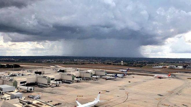 La gota fría obliga al aeropuerto de Son Sant Joan a espaciar los aterrizajes