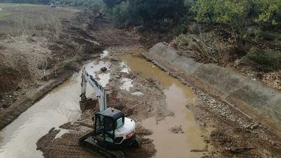 Emergencias acondiciona el torrente de Ses Planes junto a Sant Llorenç ante la previsión de lluvias