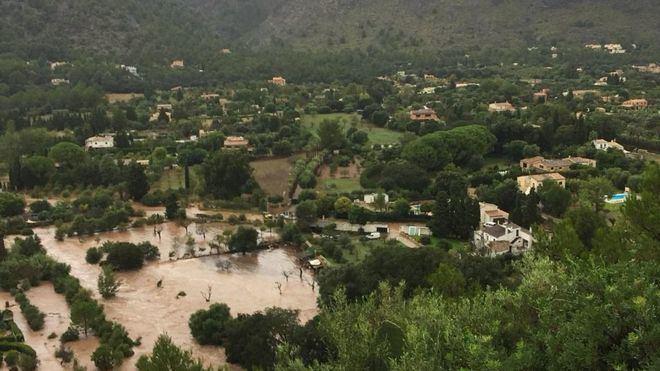 La Guardia Civil rescata a 60 personas atrapadas por las inundaciones en Pollença
