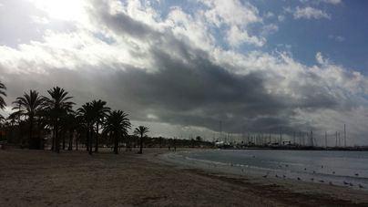 Intervalos nubosos y lluvias ocasionalmente fuertes, hoy en Balears
