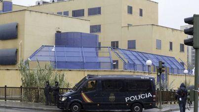 11 policías heridos en un intento de fuga de inmigrantes en el CIE de Aluche