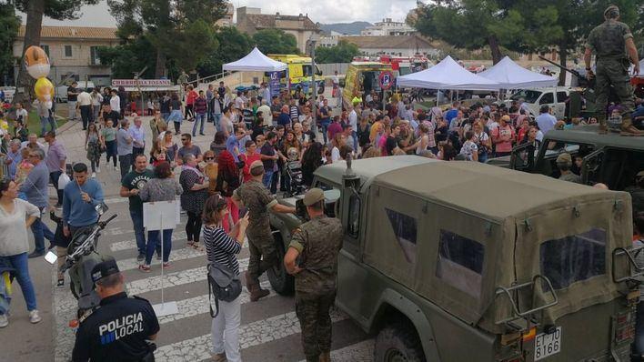 Las fuerzas de seguridad recuerdan a las víctimas de las inundaciones del Llevant en la Feria de Inca