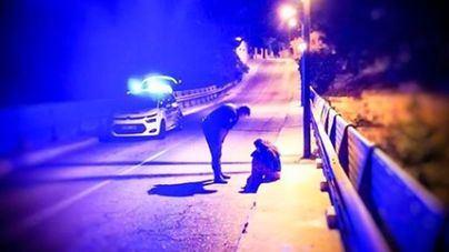 Dos agentes de la Policía Local de Palma evitan que una mujer se tire a la Vía de Cintura