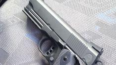 Requisan un arma airsoft a un hombre de 65 años por intimidar a un conductor