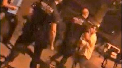 """Polémica por el vídeo del policía que se encara con menores en Portocristo: """"oye marica, ven aquí"""""""