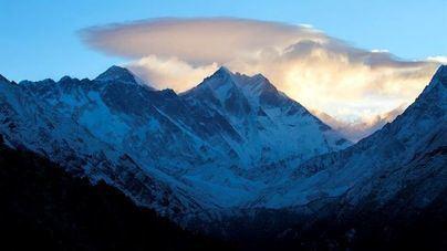 Rescatan al parapentista español perdido durante 5 días en el Himalaya