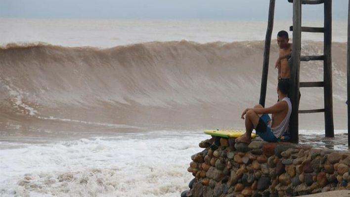 El huracán 'Willa' golpea el litoral noroeste de México