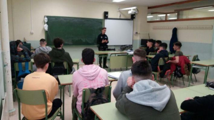'Sexting' y violencia machista centran los cursos de la policía-tutor de Calvià