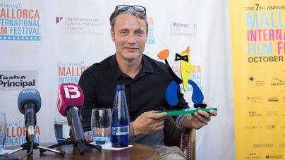 Mads Mikkelsen y Melissa Leo recogen el premio del Evolution Film Festival
