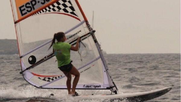 Naiara Fernández, primera española en el Mundial de Windsurf de Atenas