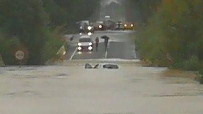 El temporal obliga a cerrar tres tramos de carreteras en Artà, Porto Cristo y Son Servera