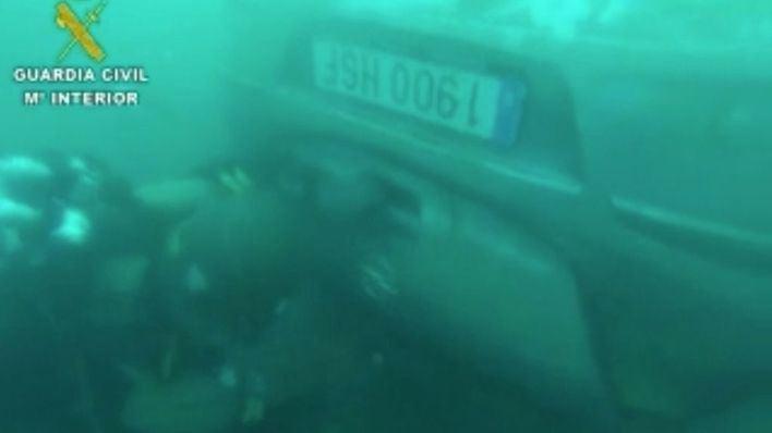 Buzos de la Guardia Civil localizan un tercer vehículo hundido en S'Illot