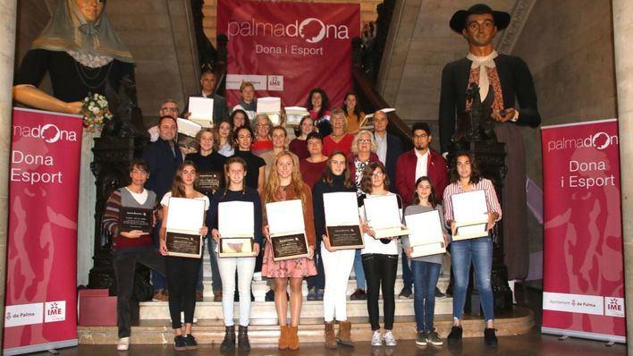 Cort homenajea a 23 campeonas del deporte femenino