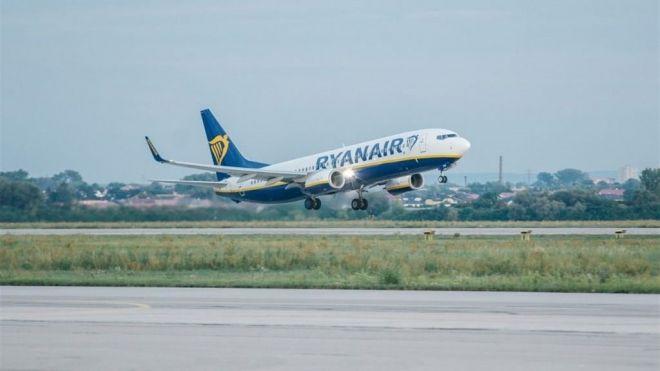 Ryanair solo dejará subir sin pagar una bolsa pequeña a cabina a partir de este jueves