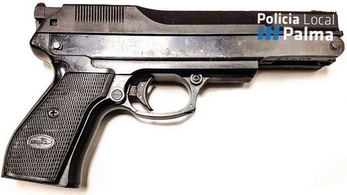Incautan una pistola falsa en un botellón en Palma