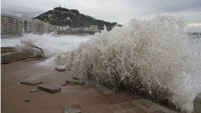 Emergencias alerta de tormentas y mala mar todo el fin de semana en Baleares