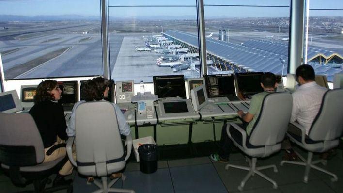 Convocan las pruebas selectivas para cubrir 131 nuevas plazas fijas de controlador aéreo