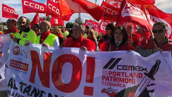 Unas 500 personas se concentran este sábado contra el cierre de Cemex en Lloseta