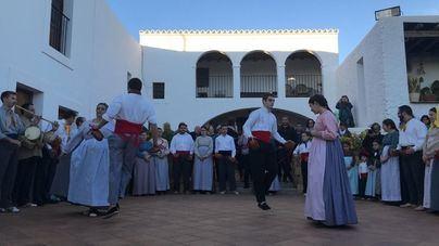 Más de 70 personas participan en la ruta del aceite de Ibiza