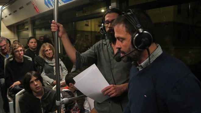 El programa 'Font de Misteris' emite en directo desde un bus de la EMT