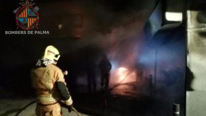 Son Gotleu: un incendio provocado en la comisaría calcina 6 coches y 25 motos