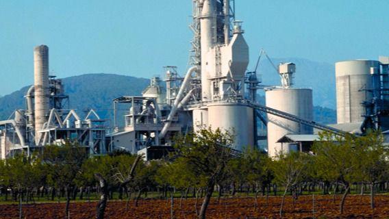 El Parlament pide a la dirección de Cemex que mantenga la actividad de su fábrica en Lloseta