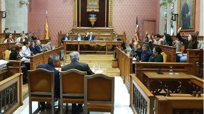 PSIB y Podem dejan solo a Ensenyat en el Consell y votan con el PP para pedir una unidad de la UME