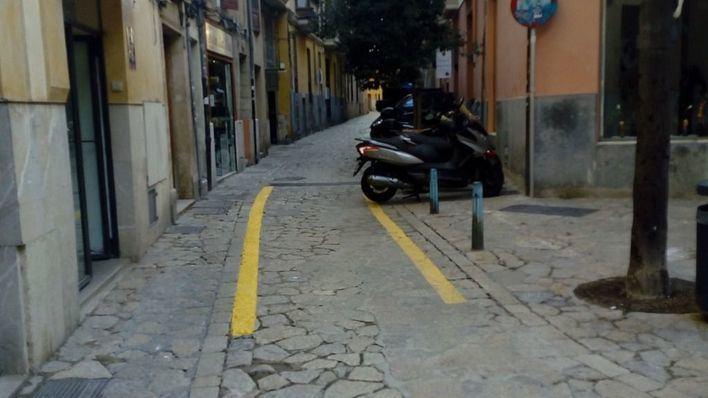 ARCA critica que Cort pinte rayas amarillas en el pavimento del centro histórico de Palma