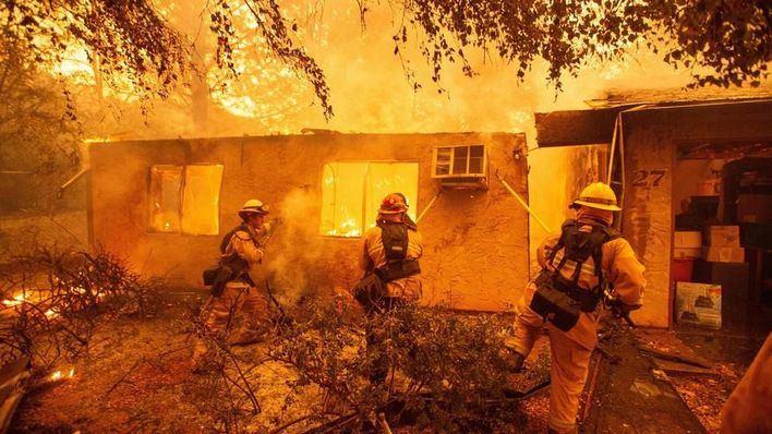 Los incendios de California dejan ya 23 muertos y 250.000 desalojados