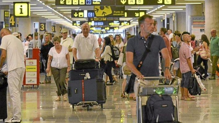 La cifra de pasajeros franceses sube un 33,6% y un 70% la de austriacos en Son Sant Joan