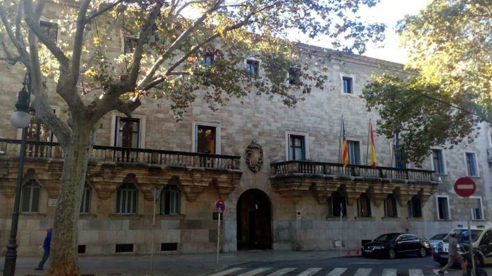 Condenan a una falsa enfermera que coordinaba una residencia de Palma