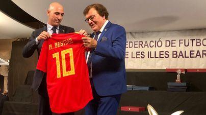 El fútbol balear premia a Marco Asensio, Mariona Caldentey y Cata Coll